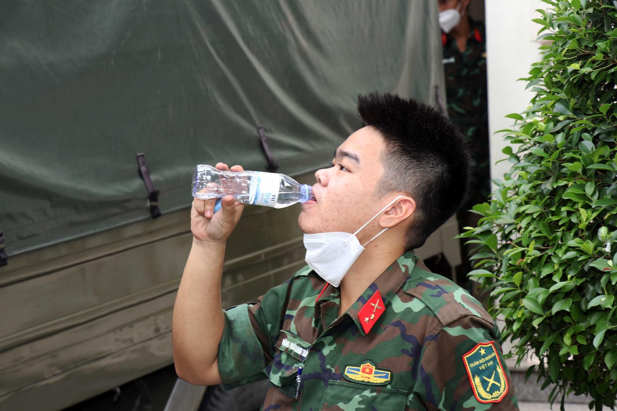 500.000 ly sữa tươi và đồ uống TH tiếp sức quân đội và người dân khó khăn trong dịch Covid-19 2