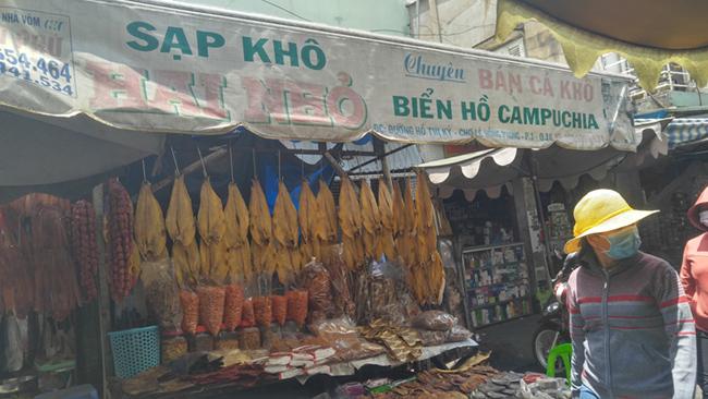 Muôn sắc chợ ngoại ở TP. HCM 7