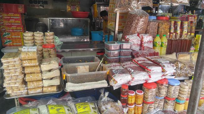 Muôn sắc chợ ngoại ở TP. HCM 8