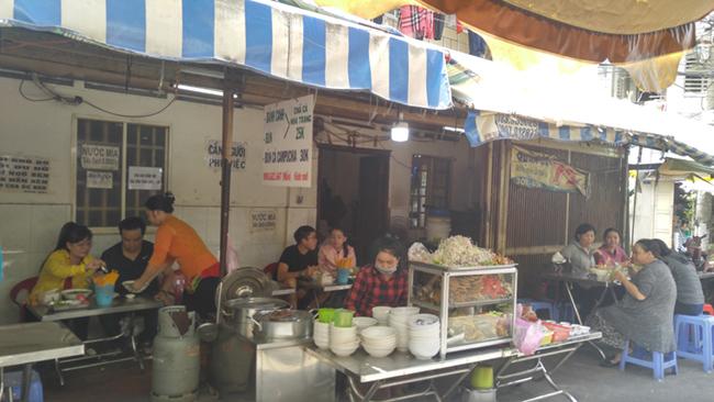 Muôn sắc chợ ngoại ở TP. HCM 5