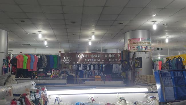 Muôn sắc chợ ngoại ở TP. HCM 2