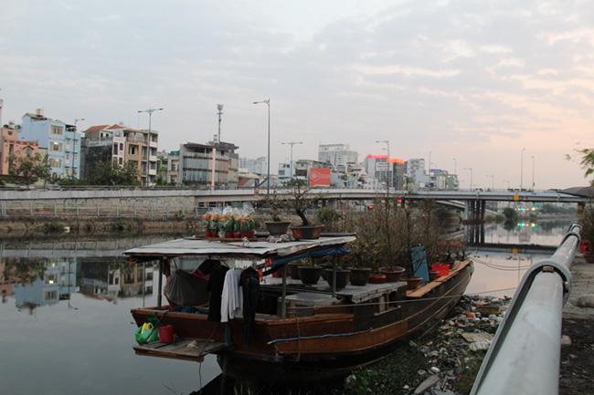 Chợ hoa 'trên bến dưới thuyền' 1