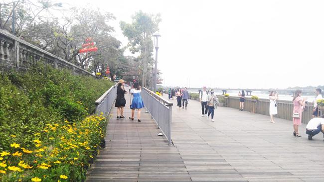 Cầu gỗ lim tiền tỷ trên sông Hương – địa điểm check-in hot nhất Tết 2019 ở Huế 10