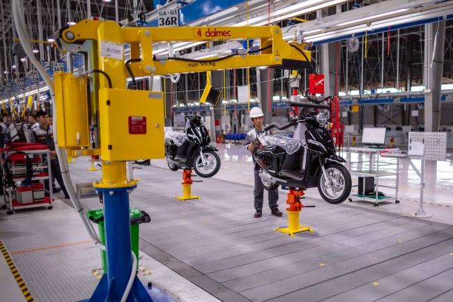 VinFast khánh thành nhà máy và ra mắt mẫu xe máy điện thông minh 3