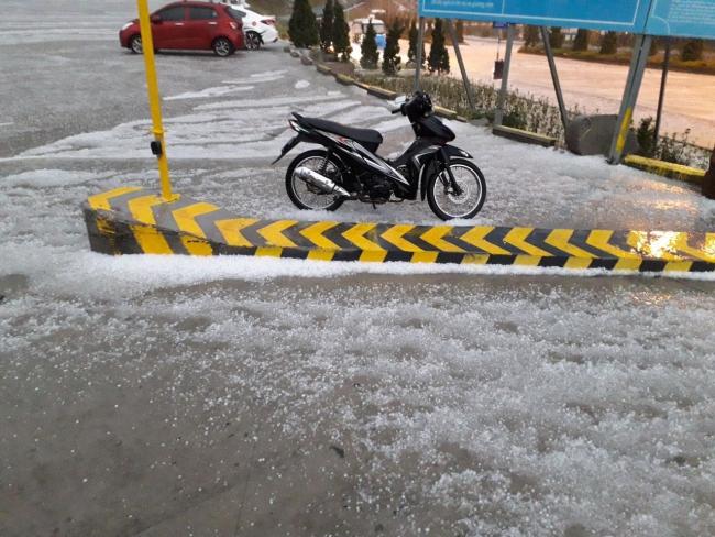 Fansipan bất ngờ xuất hiện mưa băng đẹp ngỡ ngàng 3