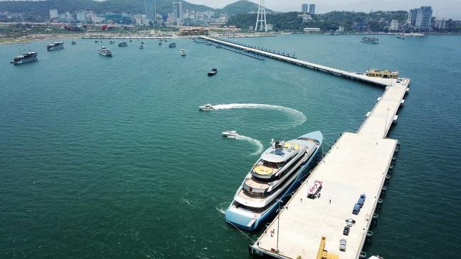 Siêu du thuyền 150 triệu USD của ông chủ CLB Tottenham tại vịnh Hạ Long 2