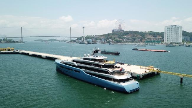 Siêu du thuyền 150 triệu USD của ông chủ CLB Tottenham tại vịnh Hạ Long 6