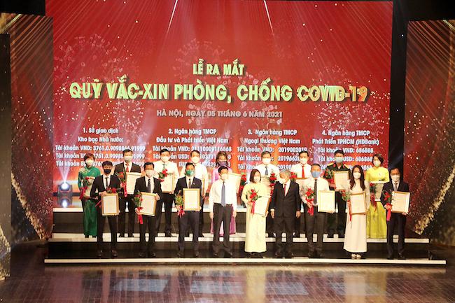 HDMon Holdings trao tặng 50 tỷ đồng tại sự kiện ra mắt Quỹ vaccine phòng Covid-19 2