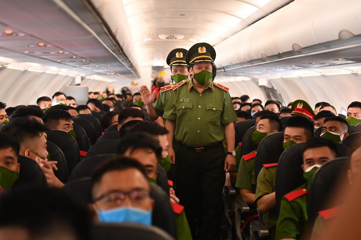 Gần 1.000 cán bộ, chiến sĩ Công an nhân dân vào Nam, hỗ trợ chống dịch