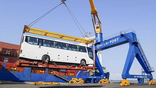 Thaco xuất khẩu 200 ôtô trong ngày đầu ra quân năm Tân Sửu 1