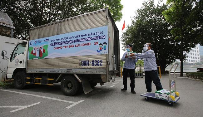 Vinamilk và Quỹ sữa Vươn cao Việt Nam trai tặng 1,7 triệu hộp sữa cho trẻ em có hoàn cảnh khó khăn 3
