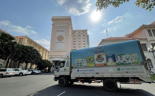 Vinamilk hỗ trợ sữa cho người dân và trẻ em vùng dịch tại Campuchia 2