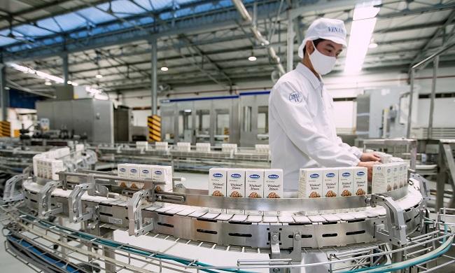 Với 13 nhà máy hiện đại, Vinamilk có thể sản xuất hơn 28 triệu hộp sữa nước mỗi ngày 3