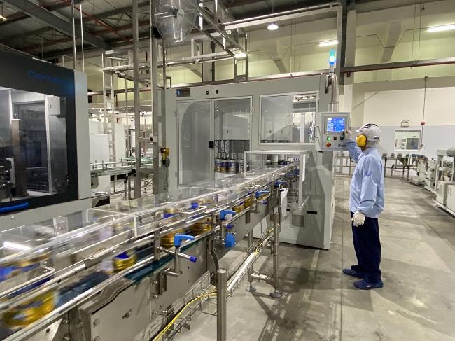 Với 13 nhà máy hiện đại, Vinamilk có thể sản xuất hơn 28 triệu hộp sữa nước mỗi ngày 4
