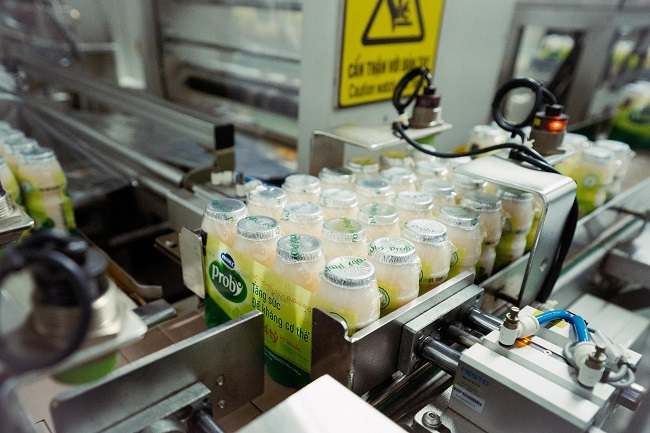 Với 13 nhà máy hiện đại, Vinamilk có thể sản xuất hơn 28 triệu hộp sữa nước mỗi ngày 5